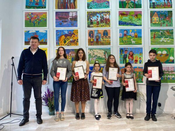 В Арцизской  арт-галерее прошел выпускной учеников детской художественной школы