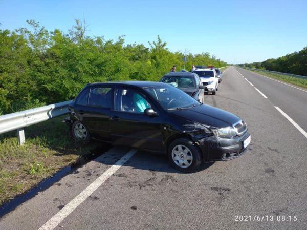 В воскресенье на трассе Одесса-Рени произошло ДТП, в результате которого пострадали двое детей и их отец