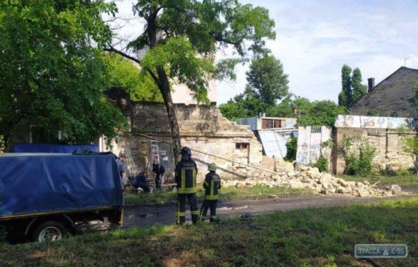 Стена одесского дома рухнула на газовую трубу