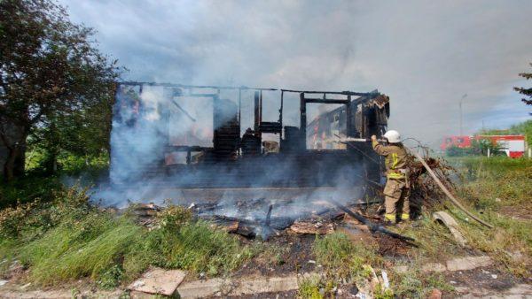 Огонь полностью уничтожил «заброшку» в одном из курортных поселков Бессарабии