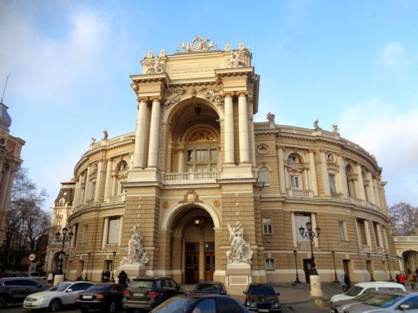 Одесская опера ввела дресс-код для посетителей