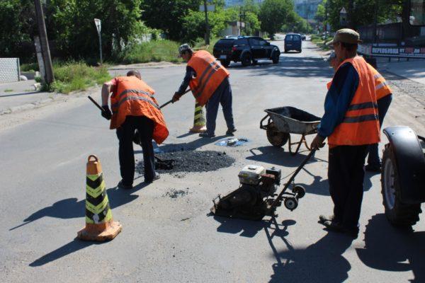 В Белгороде-Днестровском начались ремонтные работы одного из самых убитых участков дороги