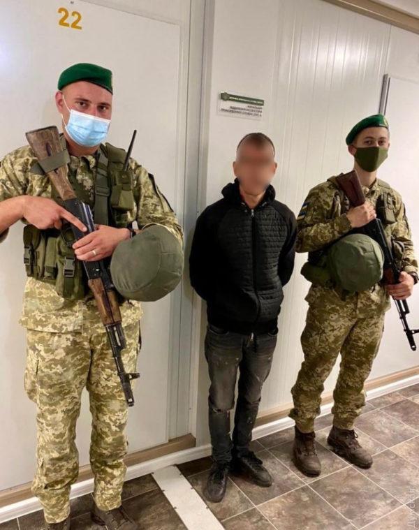 В Одесской области пограничники задержали иностранца, который ночью пытался пробраться на судно в Англию