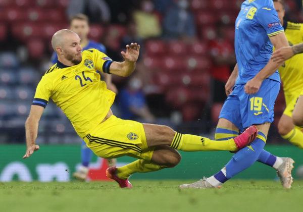 Травмированный в матче со Швецией украинец Беседин выбыл на полгода