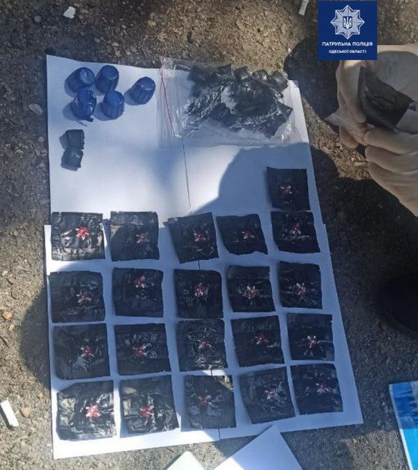 Крупную партию наркотиков задержали у прохожего в Одессе
