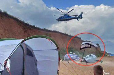 Частный вертолет снес палатки на пляже под Одессой и едва не покалечил отдыхающих
