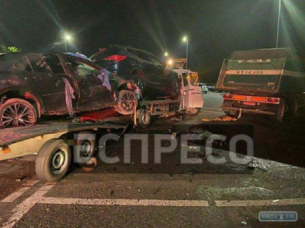 Столкновение грузовиков создало ночью 5-километровую пробку на трассе Одесса-Киев