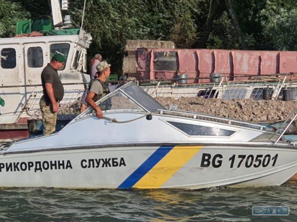 Одесские пограничники задержали румынские баржи, которые заблудились на Дунае