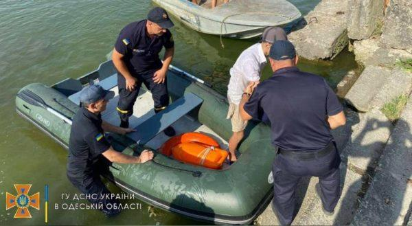 В Белгороде-Днестровском удалось избежать беды и спасти подростка, которого унесло далеко от берега