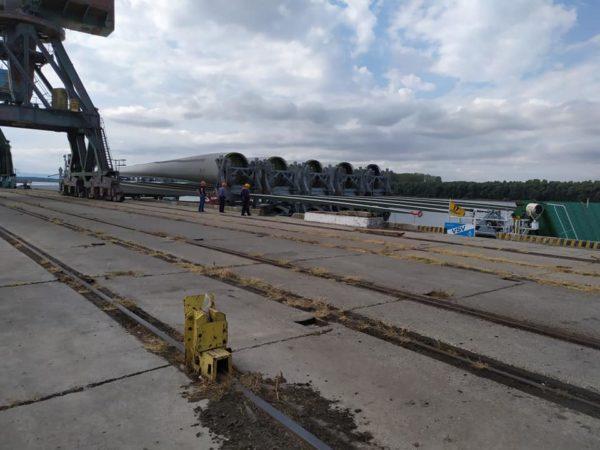 Порт Рени принял очередные части гигантских ветрогенераторов