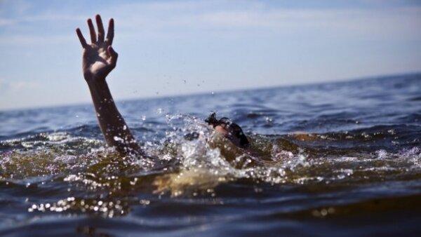 Спасатели вторые сутки ищут мальчика, купавшегося в море в Затоке