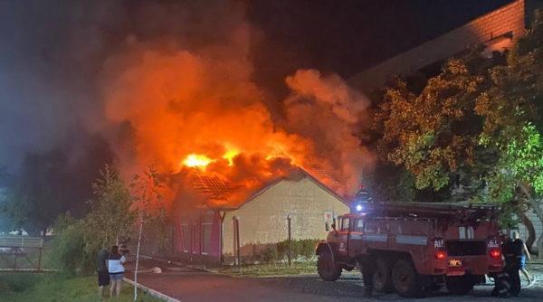 В Измаиле ночью почти полностью сгорел RedChilliBar на ул. Шевченко