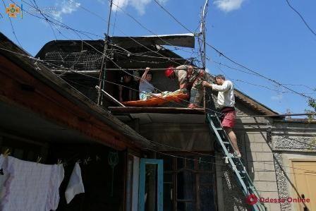 В Одесской области понадобилась помощь жительнице, которая упала на чердаке