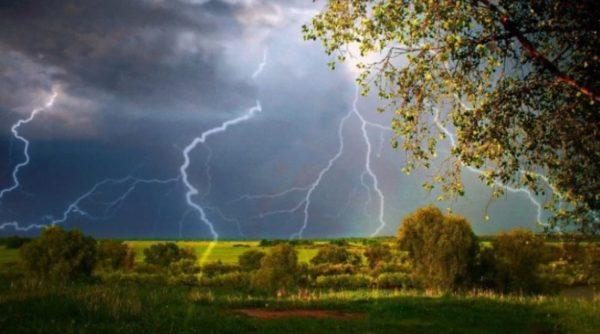 Штормовое предупреждение: завтра Одесскую область накроют грозовые дожди и шквалы