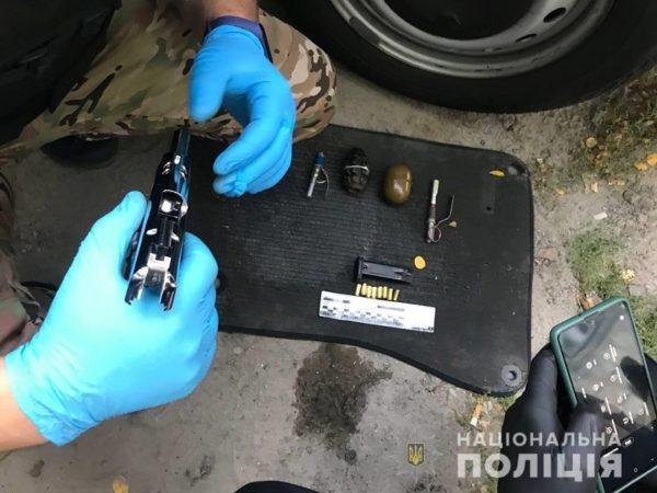 В машине жителя Болградского района силовики обнаружили гранаты и другие боеприпасы