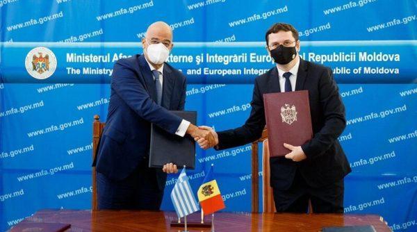 Граждане Молдовы смогут получать пособия и пенсии в Греции. Подписан договор