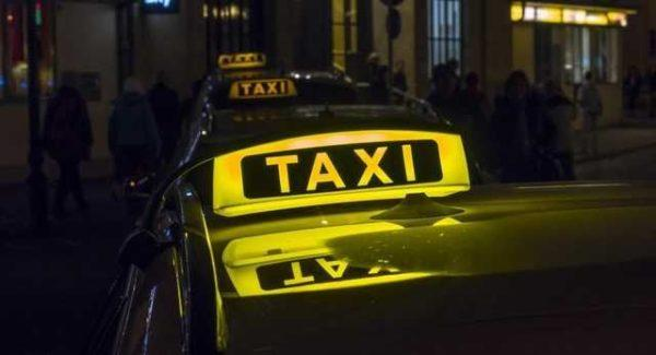 Новое законотворчество: таксисты должны будут иметь кассовые аппараты