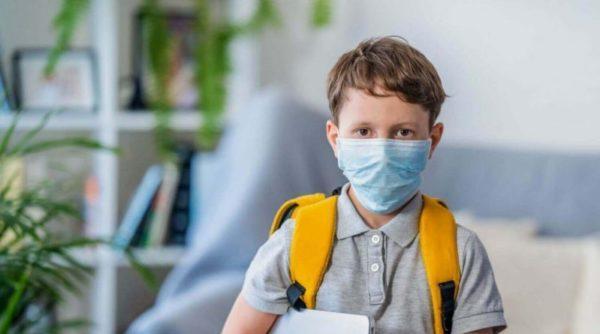 Кто и когда должен носить защитные маски в школах с 1 сентября. Минздрав дал разъяснения