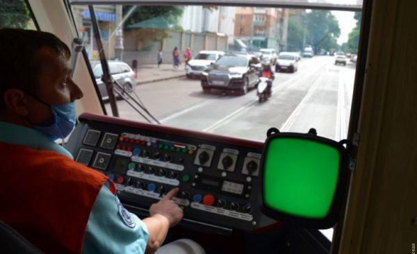 В Одессе в общественном транспорте запустили оплату проезда смартфоном