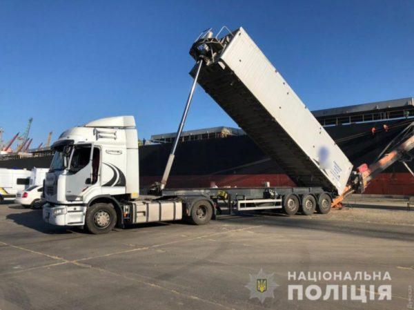 В Одесской области полиция не дала вывезти за рубеж государственное зерно стоимостью 7 млн долларов