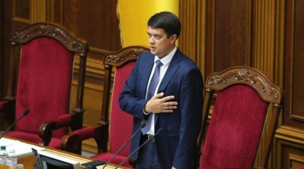 В Верховной Раде начали собирать подписи за отставку спикера Дмитрия Разумкова