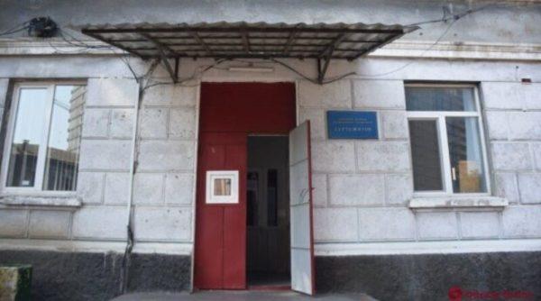 Во время конфликта в общежитии Одессы распылили газ: пострадали более 10 детей