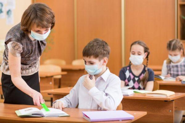Каникулы перенесут, чтобы не было катастрофы: министр заявил, что школьникам надо срочно закончить учебу
