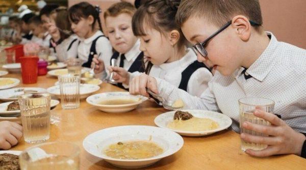 Минздрав начал внезапные проверки школьных столовых. В чем причина