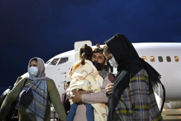 «Уж лучше в Афганистане умирать, чем в Украине!»: прибывшие в Одессу беженцы вынуждены ютиться в заброшенных домах и спать на полу