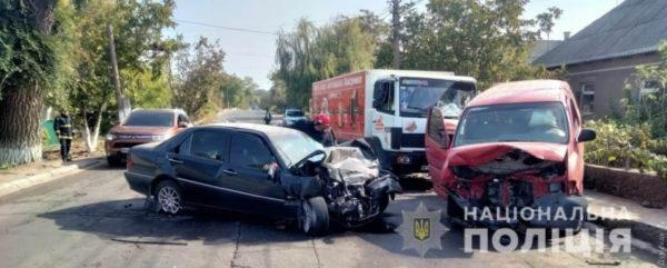 В Белгороде-Днестровском легковой автомобиль врезался в стоявший микроавтобус: водитель погиб